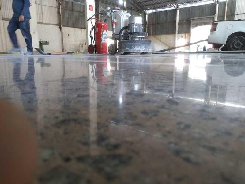 Lapidação de concreto