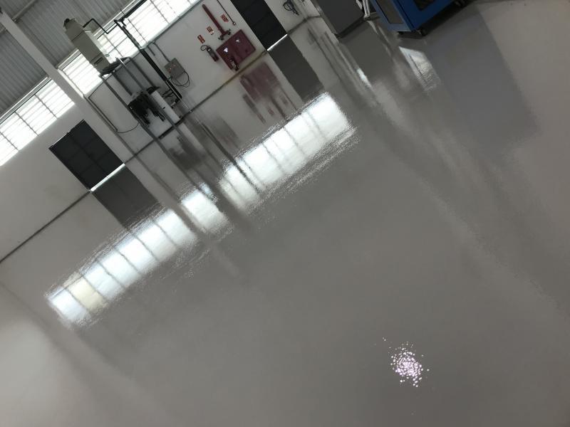 Pintura epoxi piso industrial