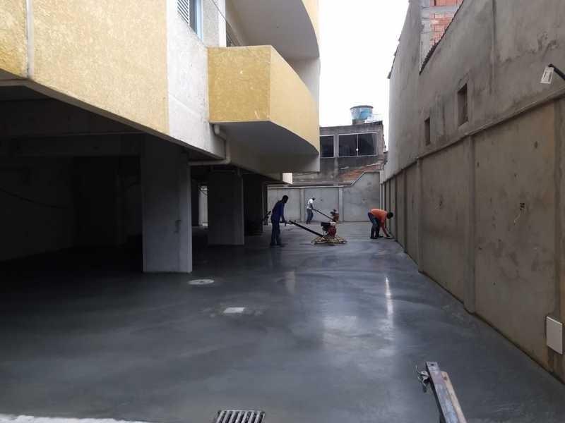 Piso de concreto polido industrial