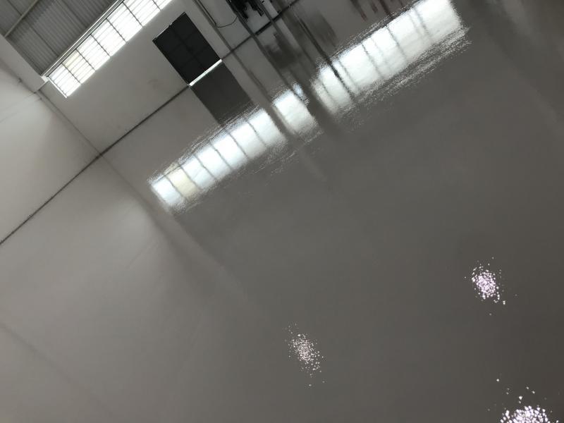 Tinta piso epoxi industrial